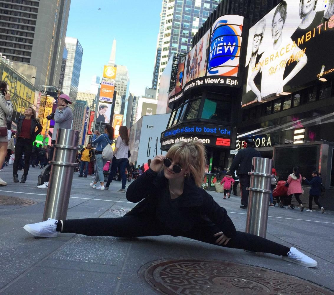 Bonich+does+the+splits+in+Times+Square.