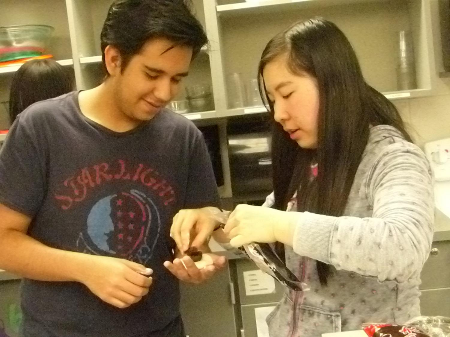 Junior Angel Anguiano and junior Ellen Tang make a mooncake filled with red bean paste.