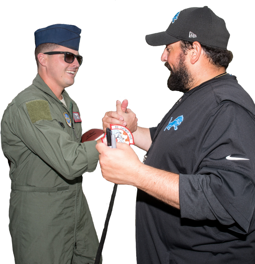 Lions+coach+Matt+Patricia+shakes+hands+with+active+duty+soldier.