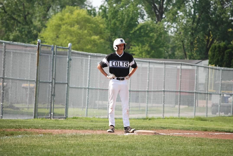 Junior+Nate+Hogan+on+base.
